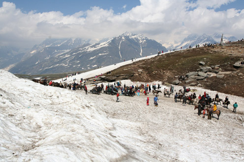 Tourists at Rohtang Pass