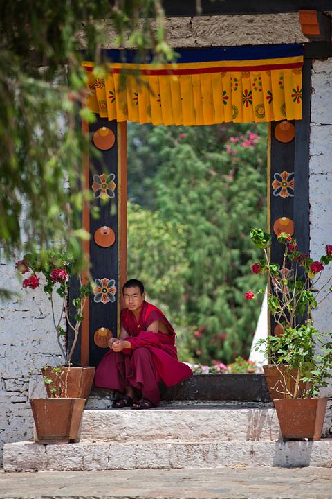 bhutan-monk