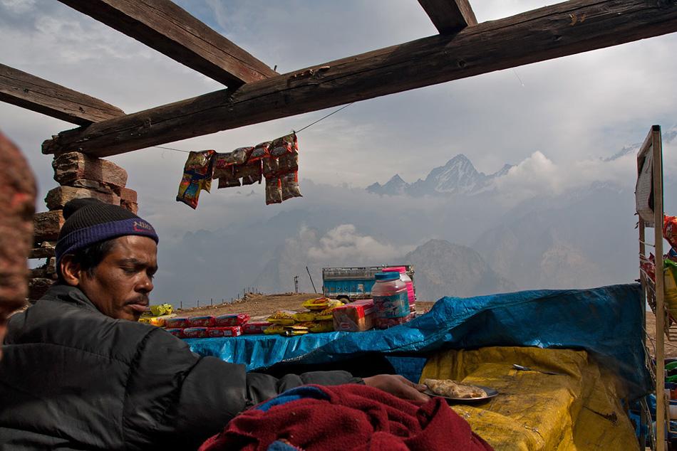 Tea shopin Auli, Uttarakhand