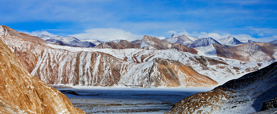 frozen pangong lake in winter