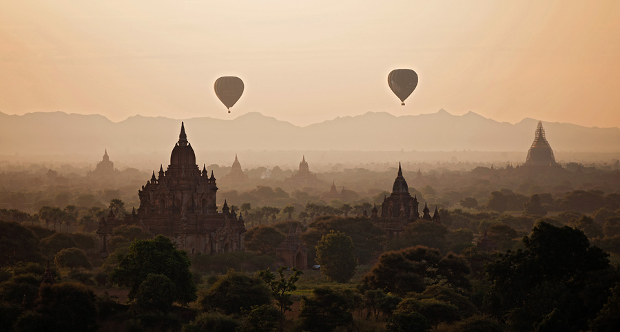 Balloons over the pagodas of Bagan