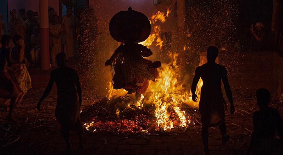 Kandanar Kelan Theyyam jumping fire